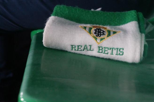 Real Betis fan scarf