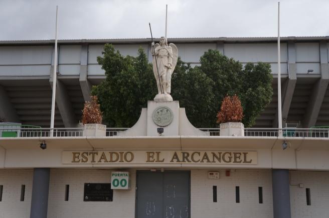 Estadio arcangel statue